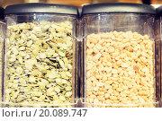 Купить «jars of peanuts and pumpkin seeds at grocery store», фото № 20089747, снято 20 декабря 2014 г. (c) Syda Productions / Фотобанк Лори
