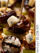 Купить «Appetizer Plate with Dactyl, Pecan nuts and Cheese», фото № 20238931, снято 24 января 2004 г. (c) easy Fotostock / Фотобанк Лори