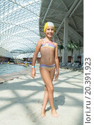 Купить «ESTOSADOK, RUSSIA - AUGUST 1,2014: girl in a swimsuit at the pool (with model release)», фото № 20391923, снято 1 августа 2014 г. (c) Losevsky Pavel / Фотобанк Лори