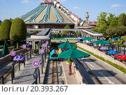 Купить «FRANCE, PARIS - 10 SEP, 2014: Attraction Autopia and Space Mountain Mission 2 with futuristic design in Disneyland.», фото № 20393267, снято 10 сентября 2014 г. (c) Losevsky Pavel / Фотобанк Лори