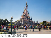 Купить «FRANCE, PARIS - 10 SEP, 2014: Beautiful famous castle in Disneyland.», фото № 20393275, снято 10 сентября 2014 г. (c) Losevsky Pavel / Фотобанк Лори