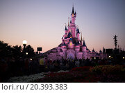 Купить «FRANCE, PARIS - 10 SEP, 2014: People watch the illumination about castle at Disneyland.», фото № 20393383, снято 10 сентября 2014 г. (c) Losevsky Pavel / Фотобанк Лори