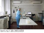 Купить «MOSCOW - November 10, 2014: medic in laboratory weighs something on scales», фото № 20393659, снято 10 ноября 2014 г. (c) Losevsky Pavel / Фотобанк Лори