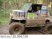 Купить «RUSSIA, PUSHKINO – 20 SEP, 2014: Sportsman is driving off-road vehicle at Rainforest Challenge Russia Autumn 2014 PRO-X.», фото № 20394135, снято 20 сентября 2014 г. (c) Losevsky Pavel / Фотобанк Лори