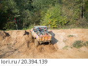 Купить «RUSSIA, PUSHKINO – 20 SEP, 2014: Off-road vehicle overcomes sand slope and rides to forest during Rainforest Challenge Russia Autumn 2014 PRO-X.», фото № 20394139, снято 20 сентября 2014 г. (c) Losevsky Pavel / Фотобанк Лори