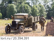 Купить «NELIDOVO, RUSSIA- JULY 12, 2014: Battlefield 2014: Soviet army truck and the soldiers», фото № 20394391, снято 12 июля 2014 г. (c) Losevsky Pavel / Фотобанк Лори