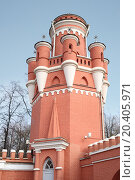 Купить «The tower of red brick the Petroff Palace in Moscow. It was built in the 18th century», фото № 20405971, снято 10 октября 2013 г. (c) Losevsky Pavel / Фотобанк Лори