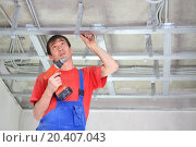 Купить «Builder fastens profile using cordless screwdriver», фото № 20407043, снято 20 июля 2013 г. (c) Losevsky Pavel / Фотобанк Лори