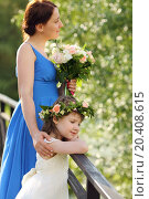 Купить «Beautiful mother with bouquet and little daughter in wreath stands on bridge in park. Focus on girl.», фото № 20408615, снято 29 мая 2013 г. (c) Losevsky Pavel / Фотобанк Лори