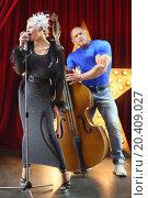 Купить «Beautiful singer and man with contrabass performed in variety», фото № 20409027, снято 19 апреля 2014 г. (c) Losevsky Pavel / Фотобанк Лори