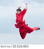Купить «Shaolin warriors wushoo man in red practice martial art outdoor. Kung fu», фото № 20524863, снято 10 августа 2011 г. (c) easy Fotostock / Фотобанк Лори