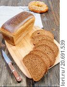 Купить «Хлеб на разделочной доске», фото № 20691539, снято 16 января 2016 г. (c) Дмитрий Бачтуб / Фотобанк Лори