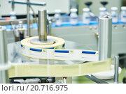 Купить «Lline conveyor for packaging ampoules in boxes», фото № 20716975, снято 18 июня 2015 г. (c) Дмитрий Калиновский / Фотобанк Лори