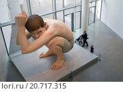 Купить «Гиперреалистическая скульптура Рона Муека (Ron Mueck) - Мальчик. ARoS Aarhus Kunstmuseum, Орхус. Дания.», фото № 20717315, снято 18 октября 2014 г. (c) Elizaveta Kharicheva / Фотобанк Лори