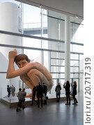 Купить «Гиперреалистическая скульптура Рона Муека (Ron Mueck) - Мальчик. ARoS Aarhus Kunstmuseum, Орхус. Дания», фото № 20717319, снято 18 октября 2014 г. (c) Elizaveta Kharicheva / Фотобанк Лори