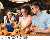 Купить «happy friends with tablet pc and drinks at bar», фото № 20717499, снято 7 мая 2015 г. (c) Syda Productions / Фотобанк Лори