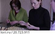 Купить «Мать и дочь лепят пельмени», видеоролик № 20723911, снято 19 января 2016 г. (c) Валентин Беспалов / Фотобанк Лори