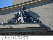 Купить «Скульптура на фасаде Киевского вокзала. Площадь Киевского Вокзала, 1. Москва», эксклюзивное фото № 20726075, снято 20 сентября 2015 г. (c) lana1501 / Фотобанк Лори