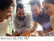 Купить «happy business team eating pizza in office», фото № 20731187, снято 29 марта 2015 г. (c) Syda Productions / Фотобанк Лори