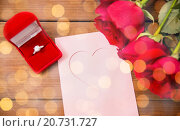 Купить «close up of diamond ring, roses and greeting card», фото № 20731727, снято 10 декабря 2015 г. (c) Syda Productions / Фотобанк Лори