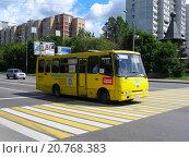 Купить «Автобус № 166 идет по Осташковской улице в Москве», эксклюзивное фото № 20768383, снято 23 июля 2015 г. (c) lana1501 / Фотобанк Лори