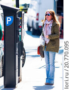 Купить «Geri Halliwell is assisted by a ticket inspector in paying for parking at a ticket machine in North London after initially forgetting her registration...», фото № 20770095, снято 7 апреля 2015 г. (c) age Fotostock / Фотобанк Лори