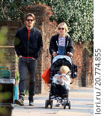 Купить «Fearne Cotton and Jessie Wood go for a morning stroll in the sunshine with their son Rex the week it was announced the BBC Radio 1 DJ will voice the Teletubbies...», фото № 20774855, снято 8 апреля 2015 г. (c) age Fotostock / Фотобанк Лори