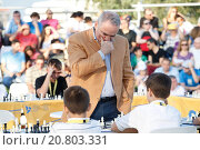 Купить «Leading chess player and major political activist Garry Kasparov was invited in Athens by the Stavros Niarchos Foundation to play chess with 15 young Greek Champions at the Stavros Niarchos Park.», фото № 20803331, снято 23 июня 2015 г. (c) age Fotostock / Фотобанк Лори