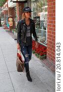 Купить «Pussycat Dolls founder, Robin Antin wearing a Saint James Band t-shirt and black leather bikers jacket, goes shopping in Beverly Hills carrying a Yves...», фото № 20814043, снято 14 апреля 2015 г. (c) age Fotostock / Фотобанк Лори