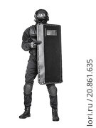 Купить «SWAT officer with ballistic shield», фото № 20861635, снято 16 августа 2018 г. (c) PantherMedia / Фотобанк Лори