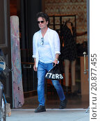 Купить «Model Daisy Fuentes flaunts her famous curves at the age of 48 while out shopping with her new boyfriend singer Richard Marx. The new couple were seen...», фото № 20877455, снято 28 апреля 2015 г. (c) age Fotostock / Фотобанк Лори