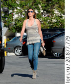 Купить «Model Daisy Fuentes flaunts her famous curves at the age of 48 while out shopping with her new boyfriend singer Richard Marx. The new couple were seen...», фото № 20877779, снято 28 апреля 2015 г. (c) age Fotostock / Фотобанк Лори