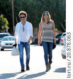 Купить «Model Daisy Fuentes flaunts her famous curves at the age of 48 while out shopping with her new boyfriend singer Richard Marx. The new couple were seen...», фото № 20878063, снято 28 апреля 2015 г. (c) age Fotostock / Фотобанк Лори