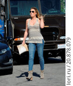 Купить «Model Daisy Fuentes flaunts her famous curves at the age of 48 while out shopping with her new boyfriend singer Richard Marx. The new couple were seen...», фото № 20878079, снято 28 апреля 2015 г. (c) age Fotostock / Фотобанк Лори