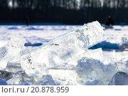 Купить «ice blocks illuminated by sun on frozen lake», фото № 20878959, снято 27 марта 2019 г. (c) PantherMedia / Фотобанк Лори