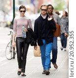 Купить «Anne Hathaway and Adam Shulman go for a walk in Greenwich Village Featuring: Anne Hathaway, Adam Shulman Where: New York, New York, United States When: 22 May 2015 Credit: WENN.com», фото № 20952355, снято 22 мая 2015 г. (c) age Fotostock / Фотобанк Лори