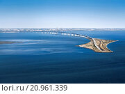 Aerial view of the Öresund Bridge with Drogdentunnel, transport connection between Copenhagen in Denmark and Malmö in Sweden. Стоковое фото, фотограф Johannes Heuckeroth / age Fotostock / Фотобанк Лори