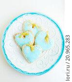 Печенья- валентинки на тарелке. Стоковое фото, фотограф Елена Поминова / Фотобанк Лори