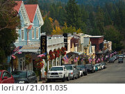 Купить «US Flags in front of stores in downtown Nevada City, California.», фото № 21011035, снято 10 ноября 2009 г. (c) age Fotostock / Фотобанк Лори