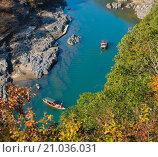 Туристические лодки на реке осенью, вид сверху (2014 год). Стоковое фото, фотограф Юрий Александров / Фотобанк Лори