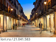 Купить «Calle Mayor (Main street). Alcala de Henares, Community of Madrid, Spain.», фото № 21041583, снято 9 сентября 2015 г. (c) age Fotostock / Фотобанк Лори