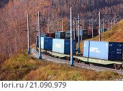 Железнодорожные вагоны с контейнерами в горах (2011 год). Редакционное фото, фотограф Александр Алексеевич Миронов / Фотобанк Лори