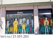 Купить «Витрина магазина женской одежды в Стамбуле, Турция», эксклюзивное фото № 21091283, снято 20 апреля 2015 г. (c) Илюхина Наталья / Фотобанк Лори