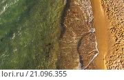 Купить «Полет вдоль пляжа в Крыму», видеоролик № 21096355, снято 6 октября 2015 г. (c) Tatiana Kravchenko / Фотобанк Лори