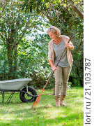 Купить «Woman gardening.», фото № 21103787, снято 27 августа 2015 г. (c) age Fotostock / Фотобанк Лори