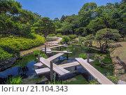 Купить «Japan, Okayama, Korakuen Garden bridge», фото № 21104343, снято 26 мая 2015 г. (c) age Fotostock / Фотобанк Лори
