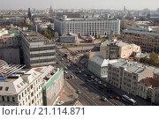 Транспортное движение на улицах Москвы. Вид сверху. (2015 год). Редакционное фото, фотограф Светлана Булычева / Фотобанк Лори