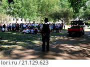 Купить «Large numbers of government staff were evacuated in a fire drill and spent the afternoon in St James Park, some carried on working having meeting circles...», фото № 21129623, снято 29 июня 2015 г. (c) age Fotostock / Фотобанк Лори