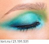 Женский глаз с ярким макияжем крупным планом. Стоковое фото, фотограф Nikolay Safronov / Фотобанк Лори