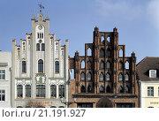 Купить «Wismar, Markt/Jugendstilhaus und Alter Schwede», фото № 21191927, снято 26 марта 2019 г. (c) age Fotostock / Фотобанк Лори